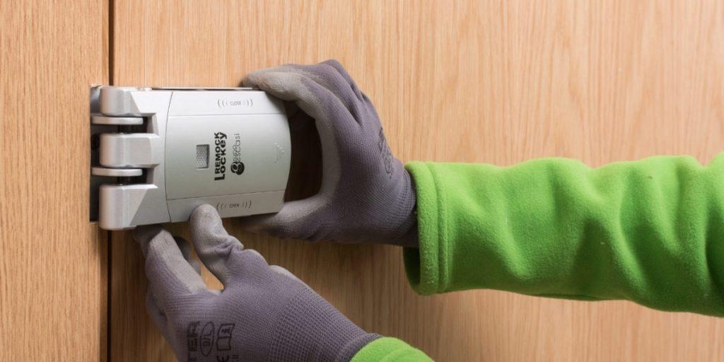 Cerradura invisible fácil de instalar y utilizar